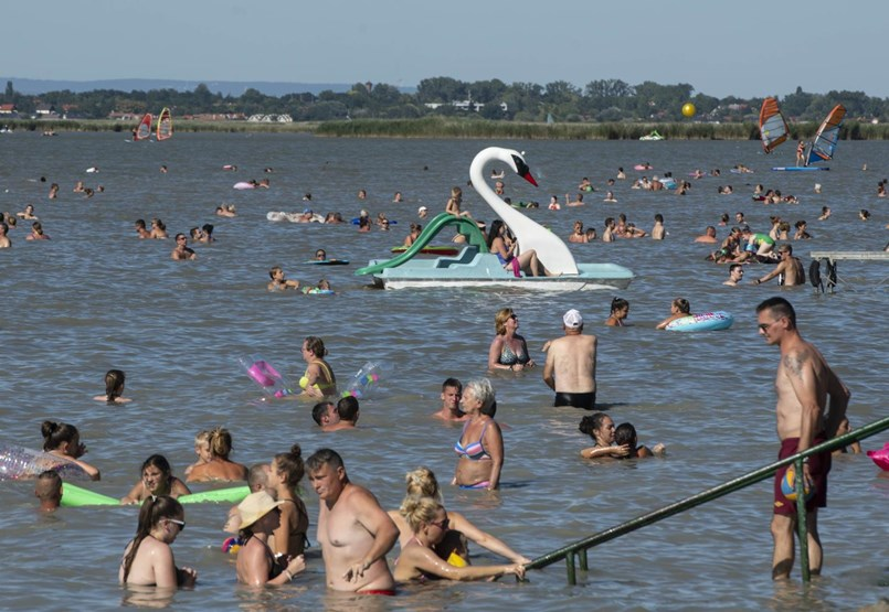 Política climática antiliberal: habrá un lago para botes en Felcsút, y el lago Velence se secará lentamente