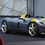 A nap fotója: a budapesti milliárdos máris bepattant a legújabb Ferrariba