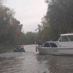 Tehetetlenül sodródott, majd fennakadt a nádasban egy elszabadult lakóhajó a Tisza-tavon – fotók