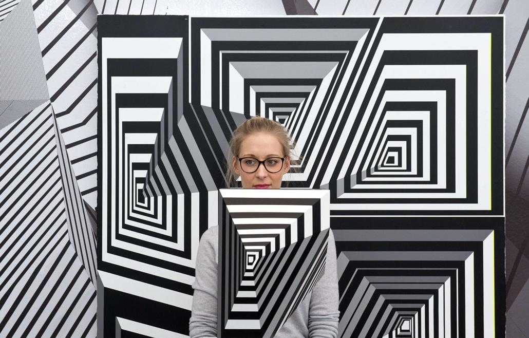 afp. hét képei - 2014.02.20. német művész, Tobias Rehberger Frankfurt, Németország