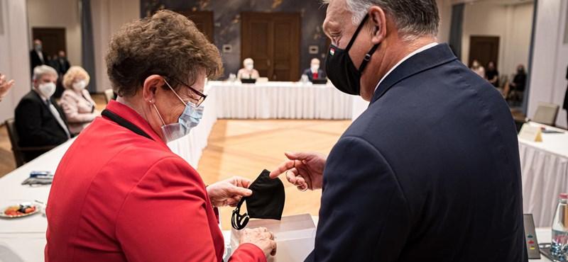 Müller Cecília hálamaszkot kapott Orbán Viktortól