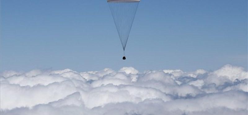 Visszatért három űrhajós a Nemzetközi Űrállomásról