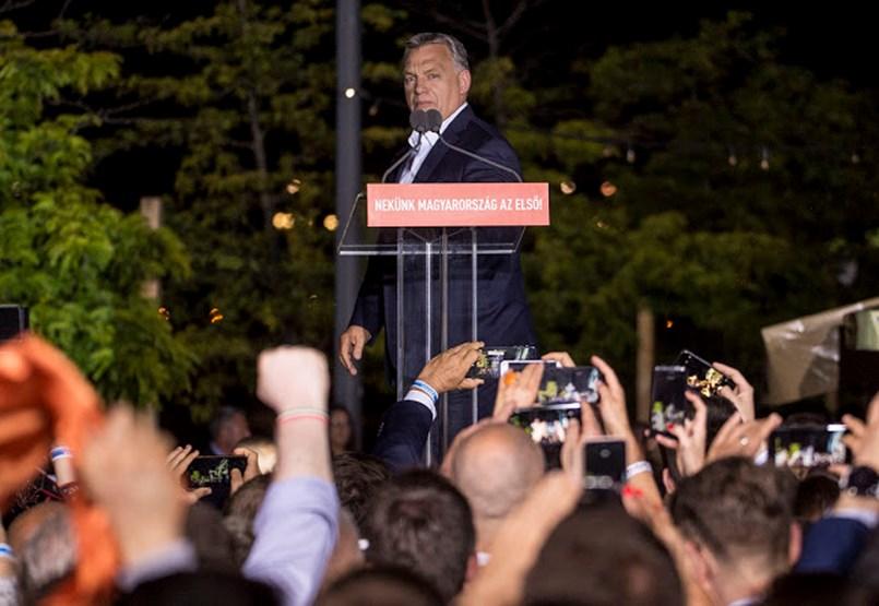 Megosztott ország, elbizonytalanodó kormány, kavargó ellenzék