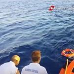 Az olasz partoknál kigyulladt egy menekülthajó, négy holttestet találtak