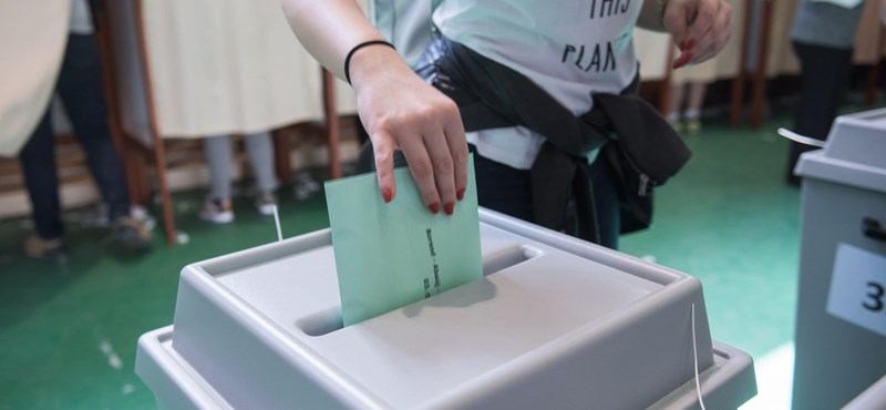 Hat ember ellen emeltek vádat választási csalás miatt