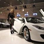 McLaren-rakétát vásárolt Paris Hilton – fotók