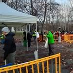 Már órákkal a kezdés előtt több százan álltak sorba a karácsonyi ételosztáson