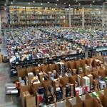 Boldog dolgozókat hamisít magának az Amazon?