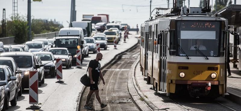Bejött a jóslat, óriásdugót hozott a hétkezdés Budapesten
