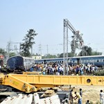 Kisiklott egy expresszvonat Indiában, legalább öten meghaltak – fotók
