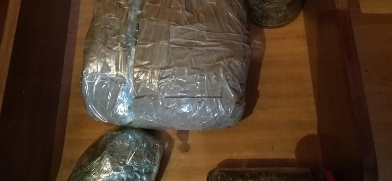 Négy kiló füvet találtak egy VIII. kerületi lakásban