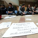 Az éjszakát is a kormányhivatalban töltötték a tiltakozó szegedi diákok