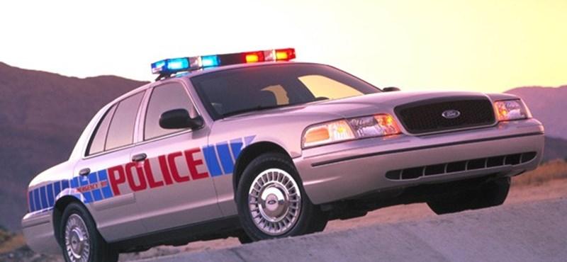 Két napra a roncsban ragadtak a gyerekek, miután anyjuk meghalt autóbalesetben