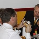 Fotó: Obama megint hamburgerrel ünnepelt