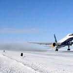 Ilyen még nem volt: egy Boeing 757-es utasszállító szállt le az Antarktisz jegére – fotók