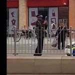 A munka hőse: megbüntette a rendőrautót a brit közteres, mert tilosban parkoltak vele – videó