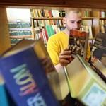 """""""Ellentmond a bibliai elveknek"""", betiltották a középiskolában Vonnegut regényét"""