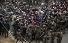 Több ezer hondurasi bevándorló rekedt Guatemalában, összecsaptak a rendőrökkel