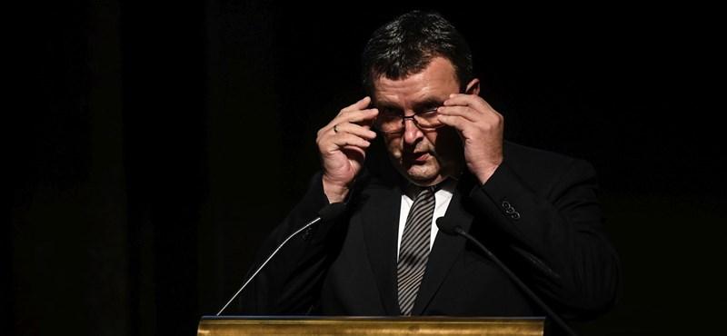 Palkovics méltatlankodik, nem ment el az MTA rendkívüli ülésére