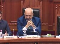 A tojások után most tintát kapott az arcába az albán kormányfő, amiért beszólt az ellenzéknek – videó
