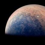 Megérte kiküldeni a Juno űrszondát, 1400 km-es (!) forgószeleket talált a Jupiteren