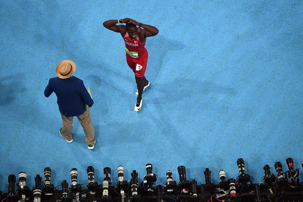 afp.16.08.14. A bahreini Kemarley Brown egy rossz rajt után a férfi 100 méteres síkfutás elődöntőjében. - olimpia, riói olimpia 2016, olimpia 2016