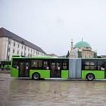 Fotók: vadonatúj csuklós Volvo-buszokkal utazhatnak a pécsiek