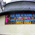 Amikor egy platformra kerül Kocsis Máté és az etnikai sokszínűségére büszke iskola