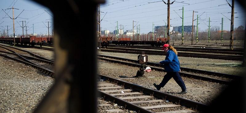 Zárlat miatt késnek a vonatok