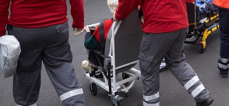 Mit tehet, akinek a magatehetetlen családtagját most küldték haza a kórházból?
