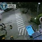 A világ legnagyobb hasas ugrása (videó)