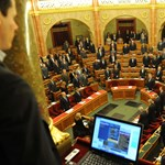 MSZP: vizsgálják ki, miért nem közvetíti a tévé a parlamenti üléseket
