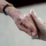 A járvány minden negyedik áldozata szociális otthon lakója volt – kiadták az adatokat Szél Bernadettnek