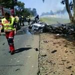 Füstölgő vaskupac lett a fának csapódó M1-es BMW-ből