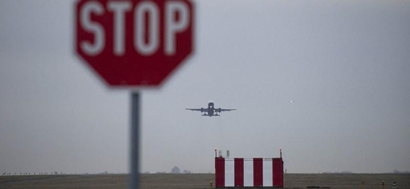 A reptér közelében hajnalban is állandó a repülőgépzúgás