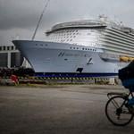 A tengerbe zuhanhatott egy előadóművész a világ legnagyobb óceánjáró hajójáról