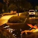 Akkora vihar volt, hogy unikornisos úszógumival vízisíeltek a parkolóban