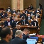 Medián: A Szájer-botrány után már többen szavaznának az ellenzékre, mint a Fideszre