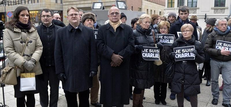 Így emlékeztek Budapesten a párizsi terror áldozataira - fotók
