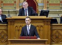 Spórolni kezd a kormány egy válságra – elkezdték a 2020-as költségvetés vitáját