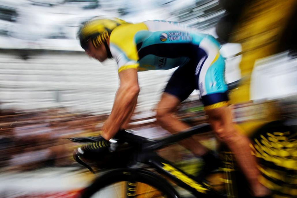 Contador csapattársa az amerikai Lance Armstrong, aki 1999 és 2005 között sorozatban hétszer nyerte meg a Tourt, és ezzel csúcstartó. A texasi három és féléves kihagyás után újrakezdte a versenyzést, és most - legalábbis eleinte - a spanyol segítője lesz.