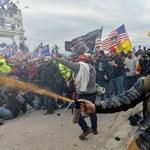 A falmászó Trump-hívőktől, szükséggázálarcban menekülő képviselőkig – képeken a Capitolium ostroma