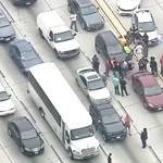 Akkora volt a dugó Los Angelesnél, hogy kinyitott a büfé az autópályán – videó