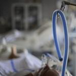 Közel feleannyiért vett lélegeztetőgépeket az állami kórházellátó, mint a külügy