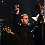 Ringo Starr mostantól reggelizni is talpig lovagi díszben fog