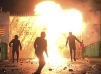 Hatodik napja tartanak a zavargások Észak-Írországban, rendkívüli ülést tart a parlament