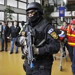 Galéria: testvérpár iskolai lövöldözését szimulálta a TEK