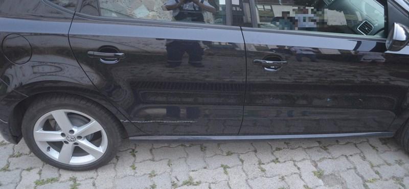 Köveket dobáltak az útra a soproni gyerekek, el is találtak egy autót
