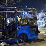 Továbbra is rejtély, miért égett fáklyaként egy új midibusz a Széll Kálmán téren