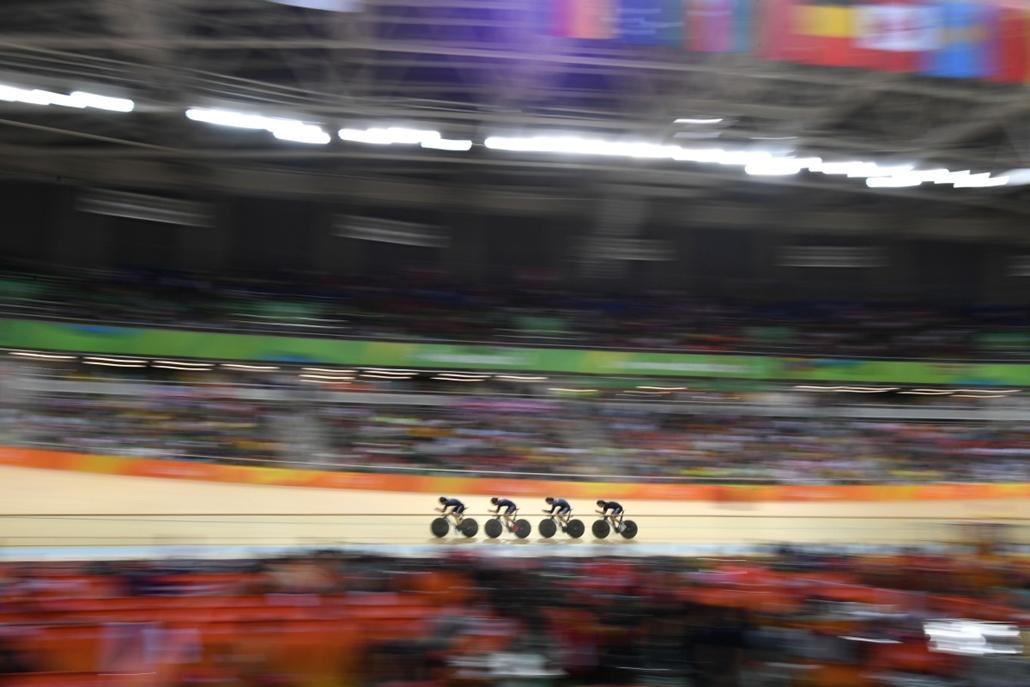afp.16.08.11. - Az Új-Zélandi csapat, Pieter Bulling, Aaron kapu, Dylan Kennett és Regan Gough teker a férfi csapat üldözőverseny időmérőjén augusztus 11-én. - olimpia, riói olimpia 2016, olimpia 2016